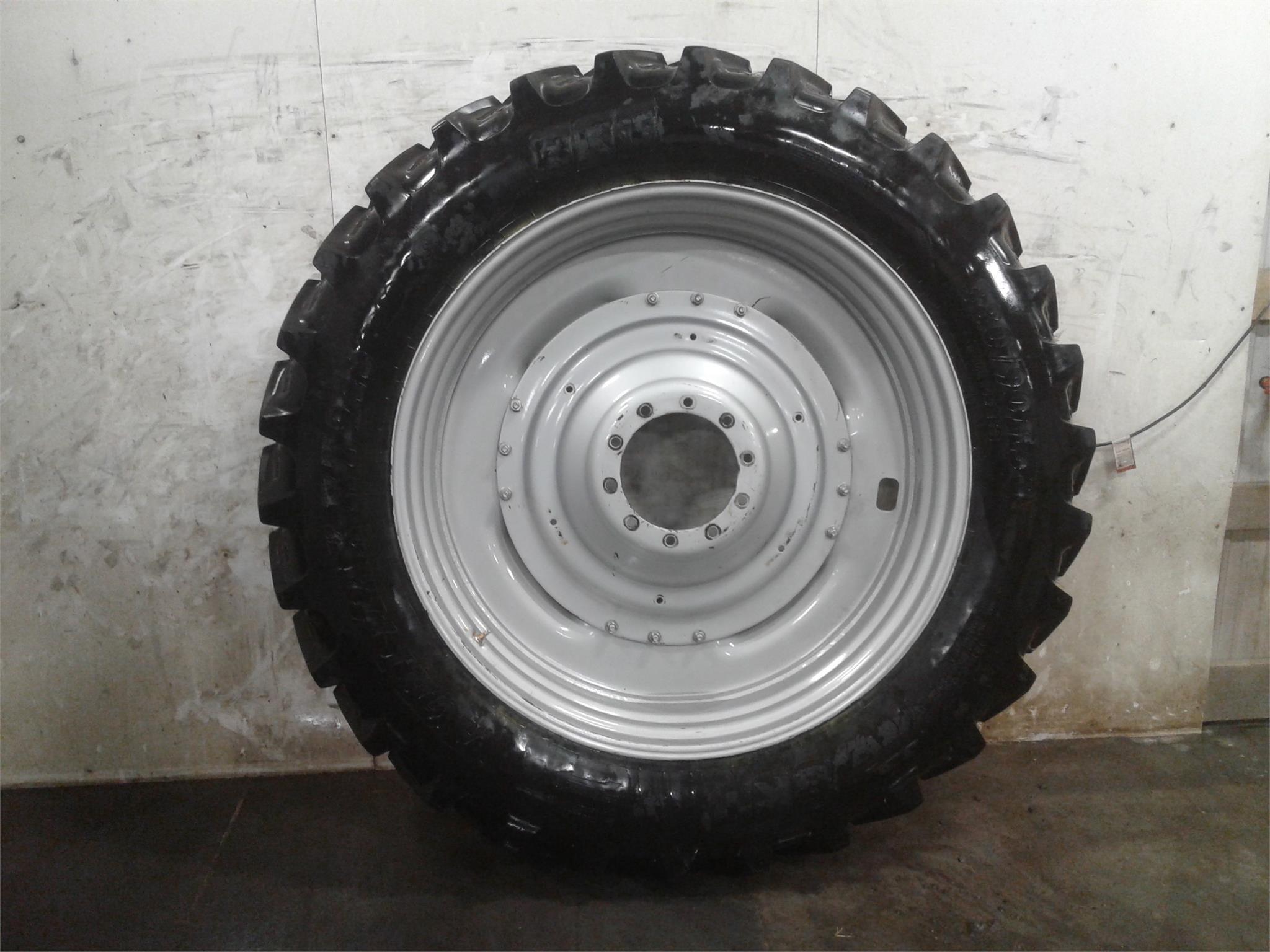 BKT 380/90R50 Wheels / Tires / Track
