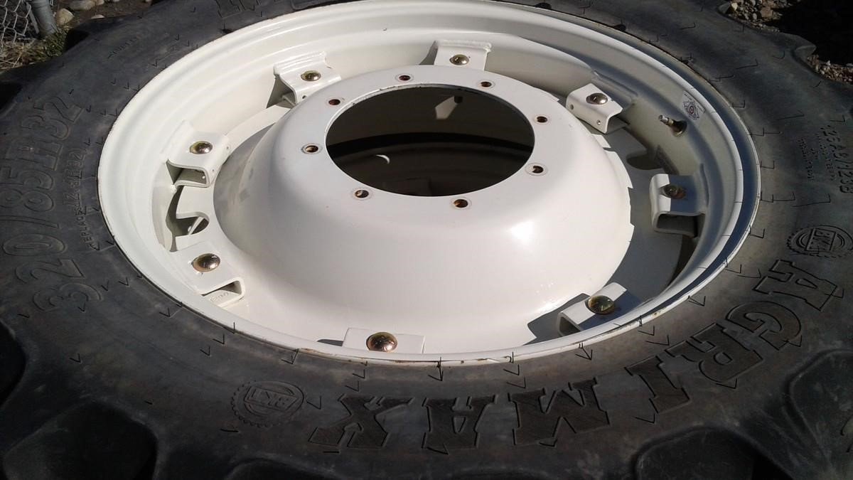 BKT 320/85R32 Wheels / Tires / Track