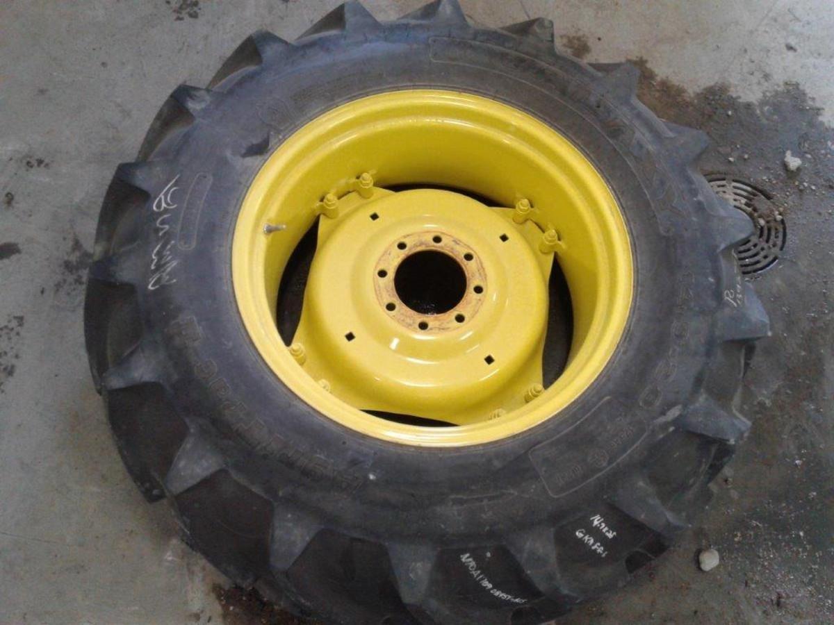 Galaxy 14.9x28 Wheels / Tires / Track
