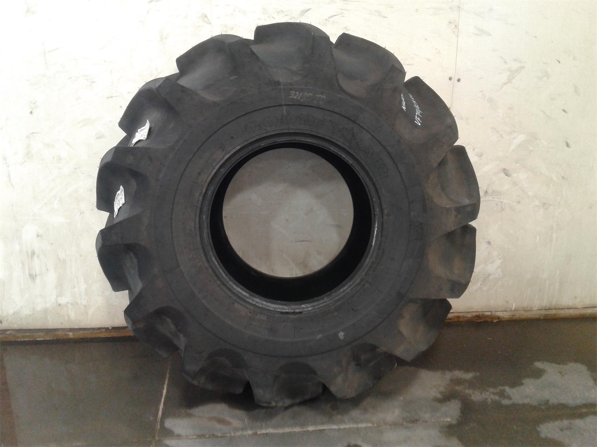Goodyear 710/65R26 Wheels / Tires / Track