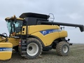 2009 New Holland CR9070 Combine