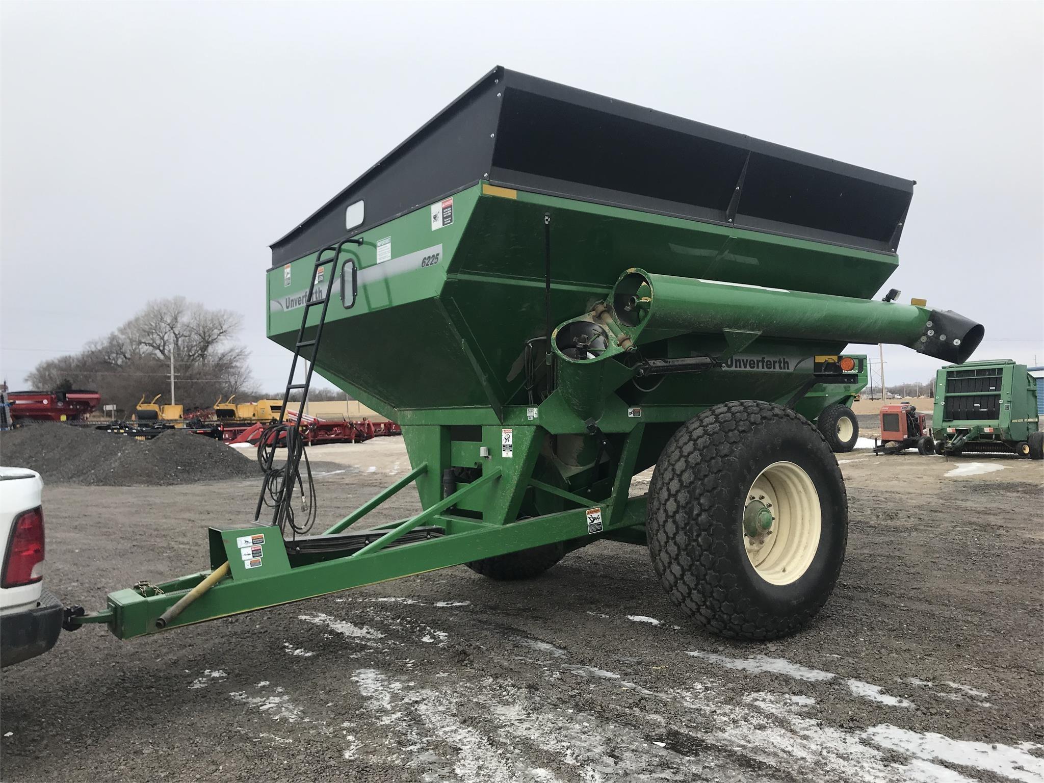 2013 Unverferth 6225 Grain Cart