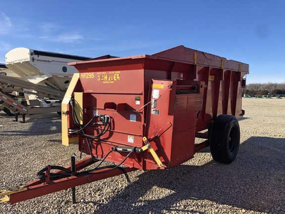 2012 Schuler HF295 Feed Wagon