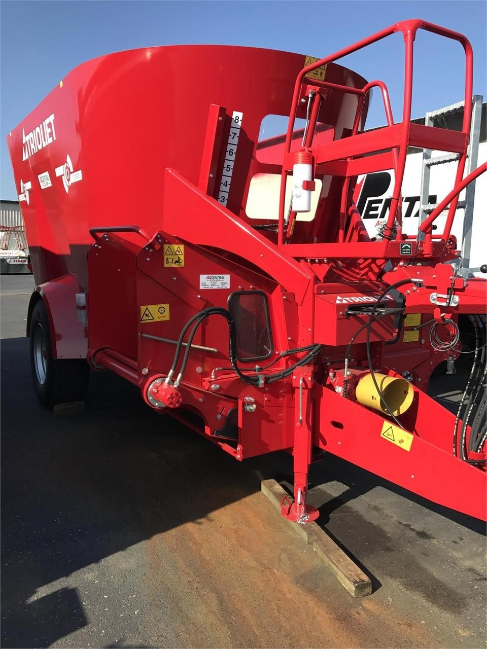2021 Trioliet SOLOMIX 2-1800VLL-C Feed Wagon