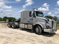 2015 Volvo VNL42T400 Semi Truck
