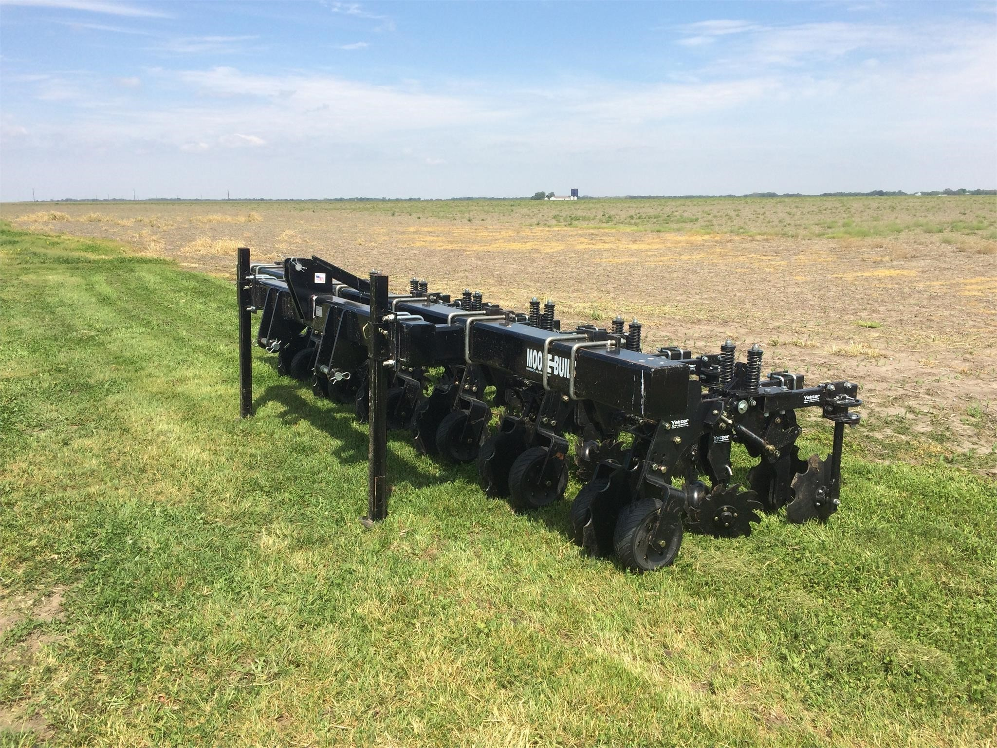 Moore Built 6R30VFC Pull-Type Fertilizer Spreader