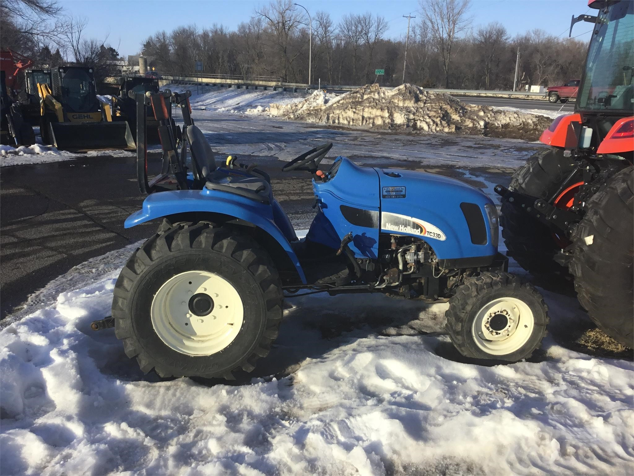 2005 New Holland TC33 Tractor