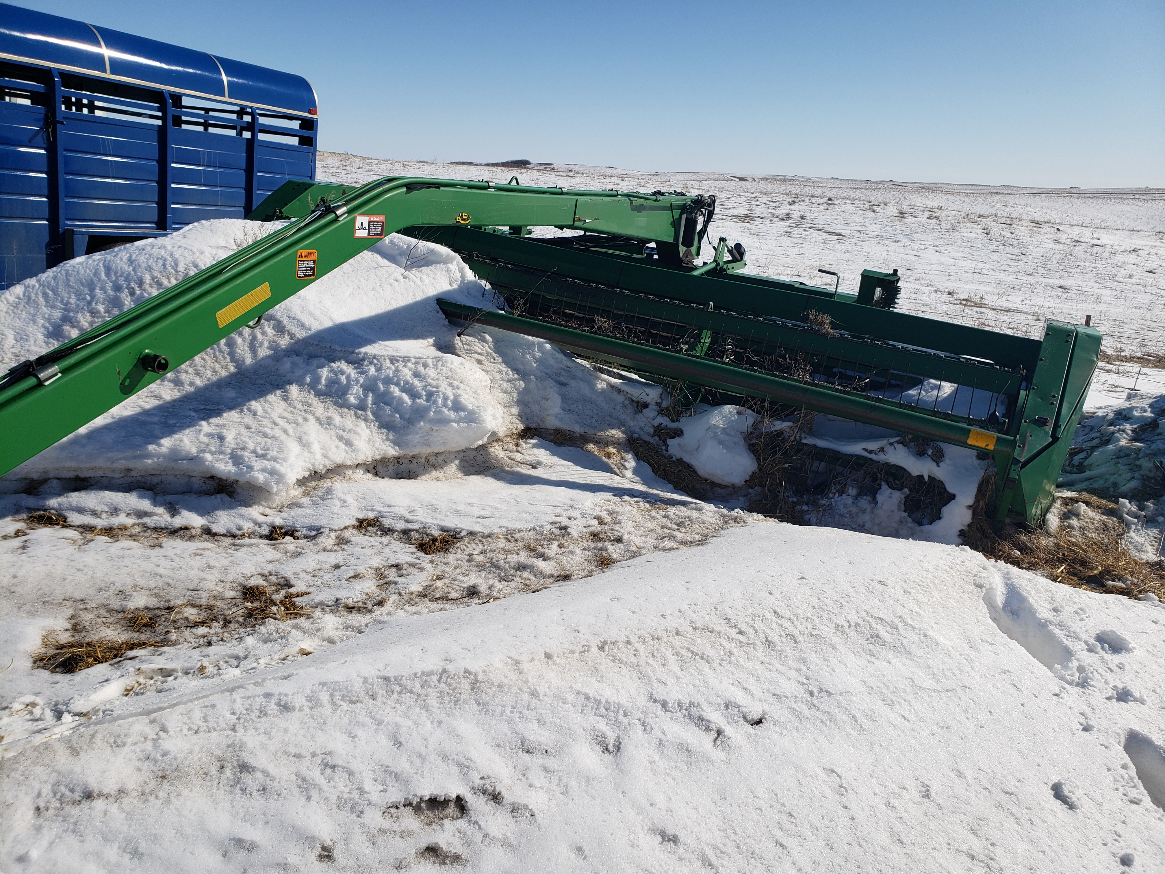 John Deere 1600A Pull-Type Windrowers and Swather