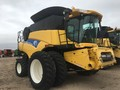 2010 New Holland CR9080 Combine