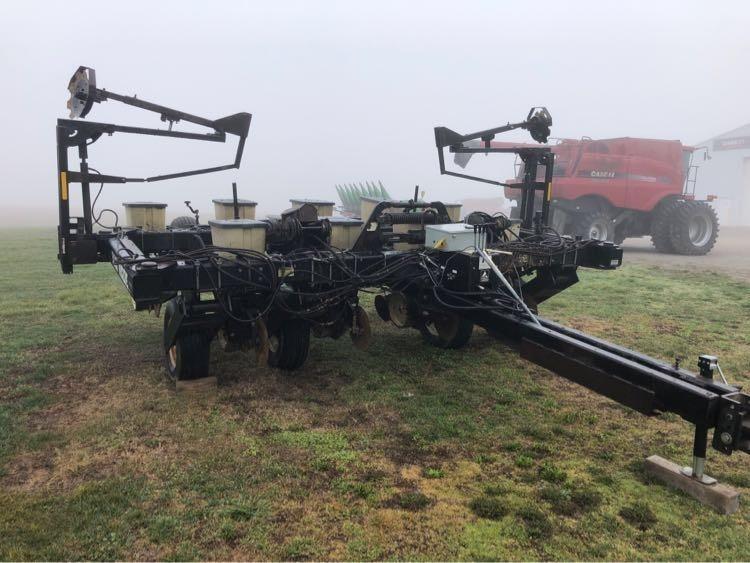 Black Machine 836F Planter