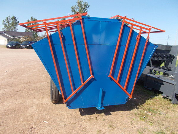 2016 Rissler 8 ft Feed Wagon