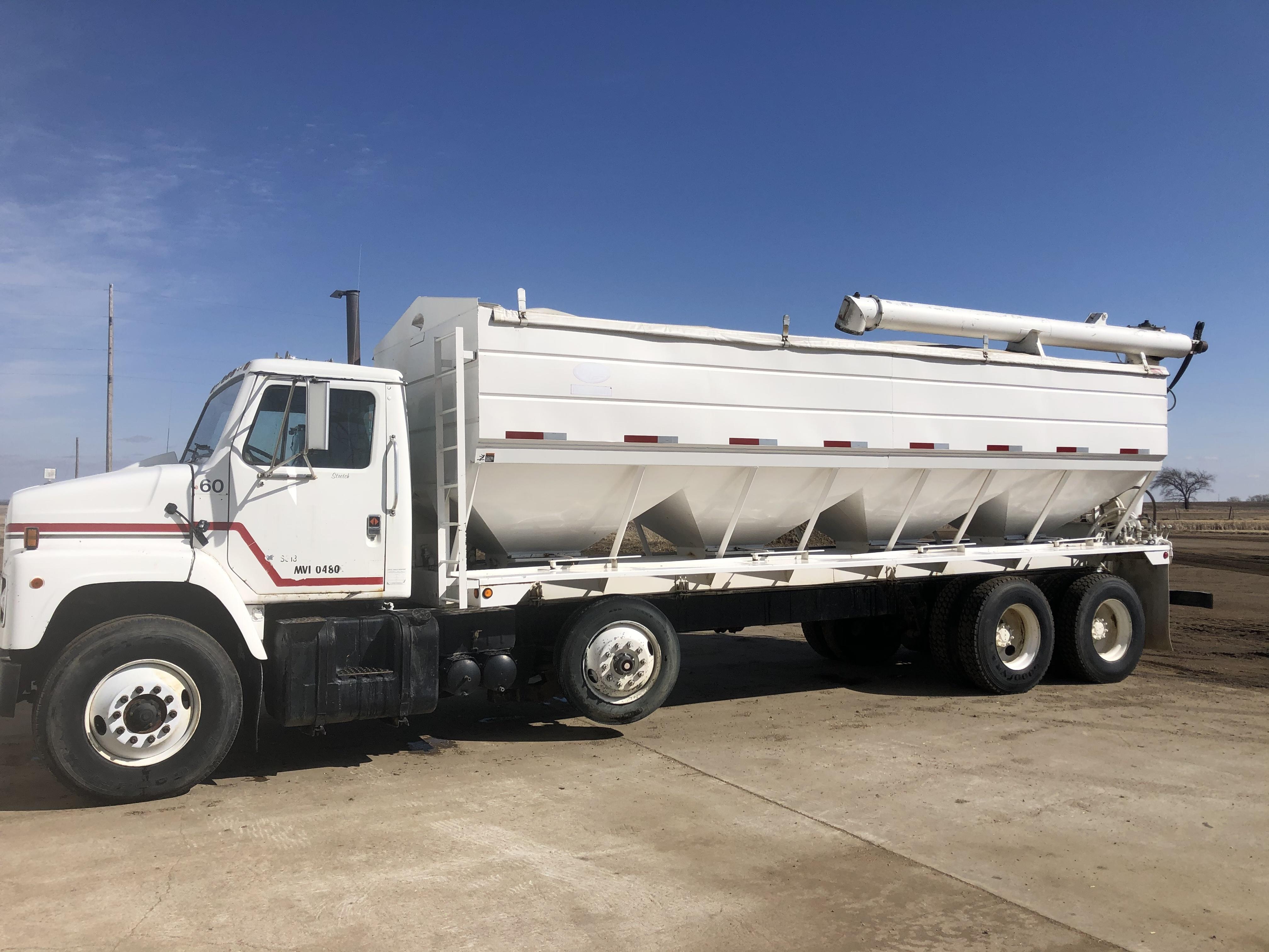 1986 International F2275 Semi Truck