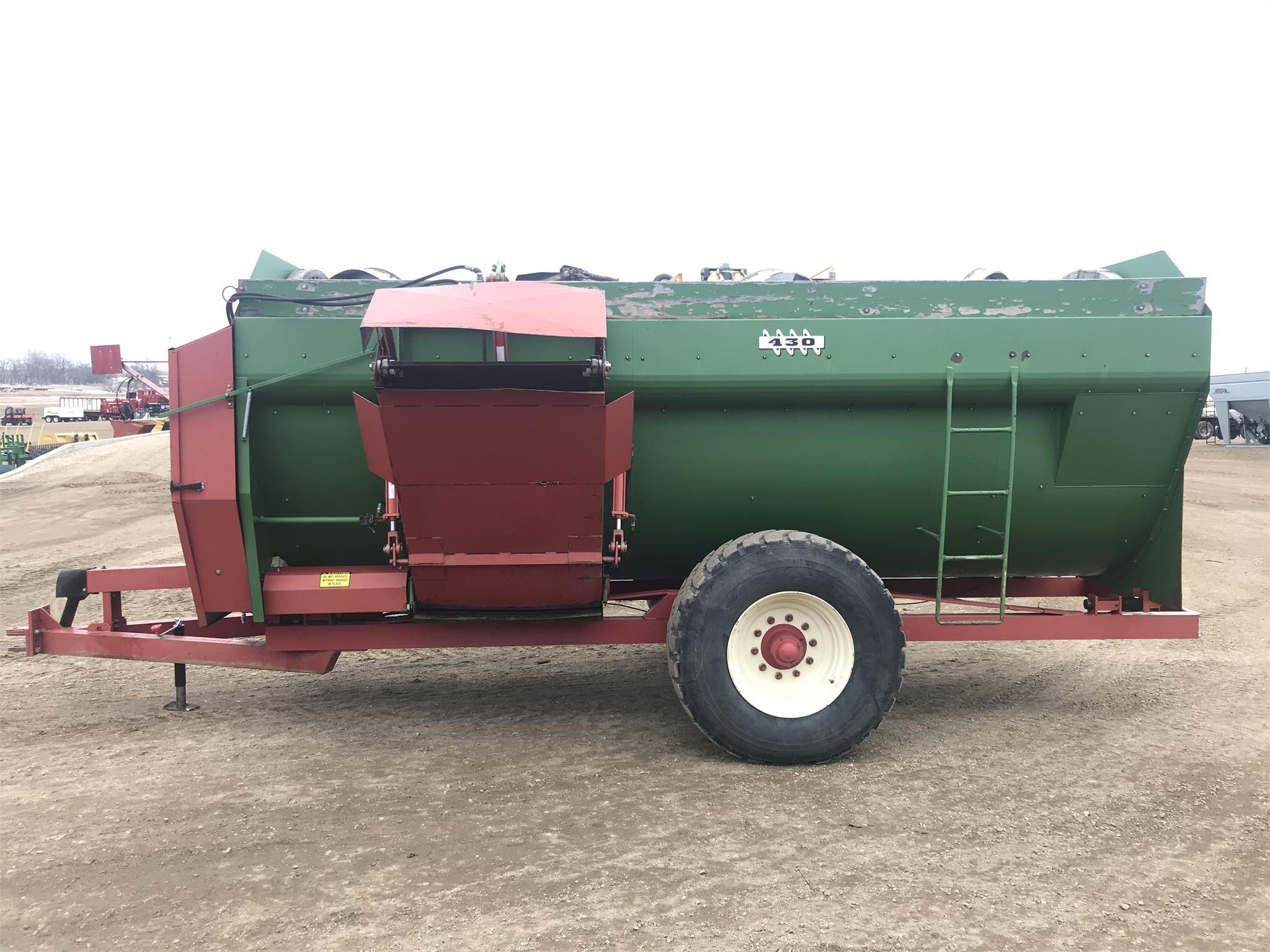2007 Farm Aid 430 Feed Wagon
