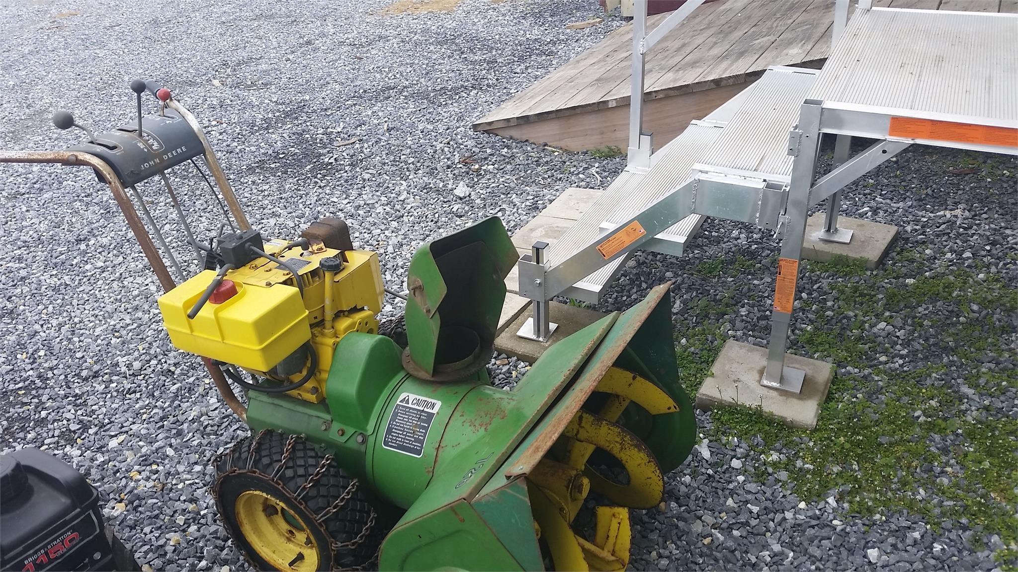 John Deere 726 Snow Blower