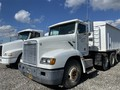 2000 Freightliner FLD112 Semi Truck