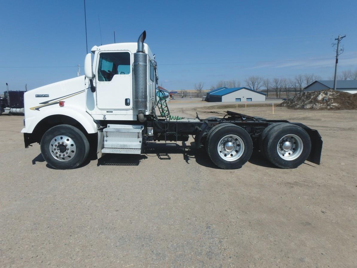 2007 Kenworth T800 Semi Truck