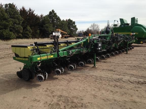 2011 John Deere 1720 Planter