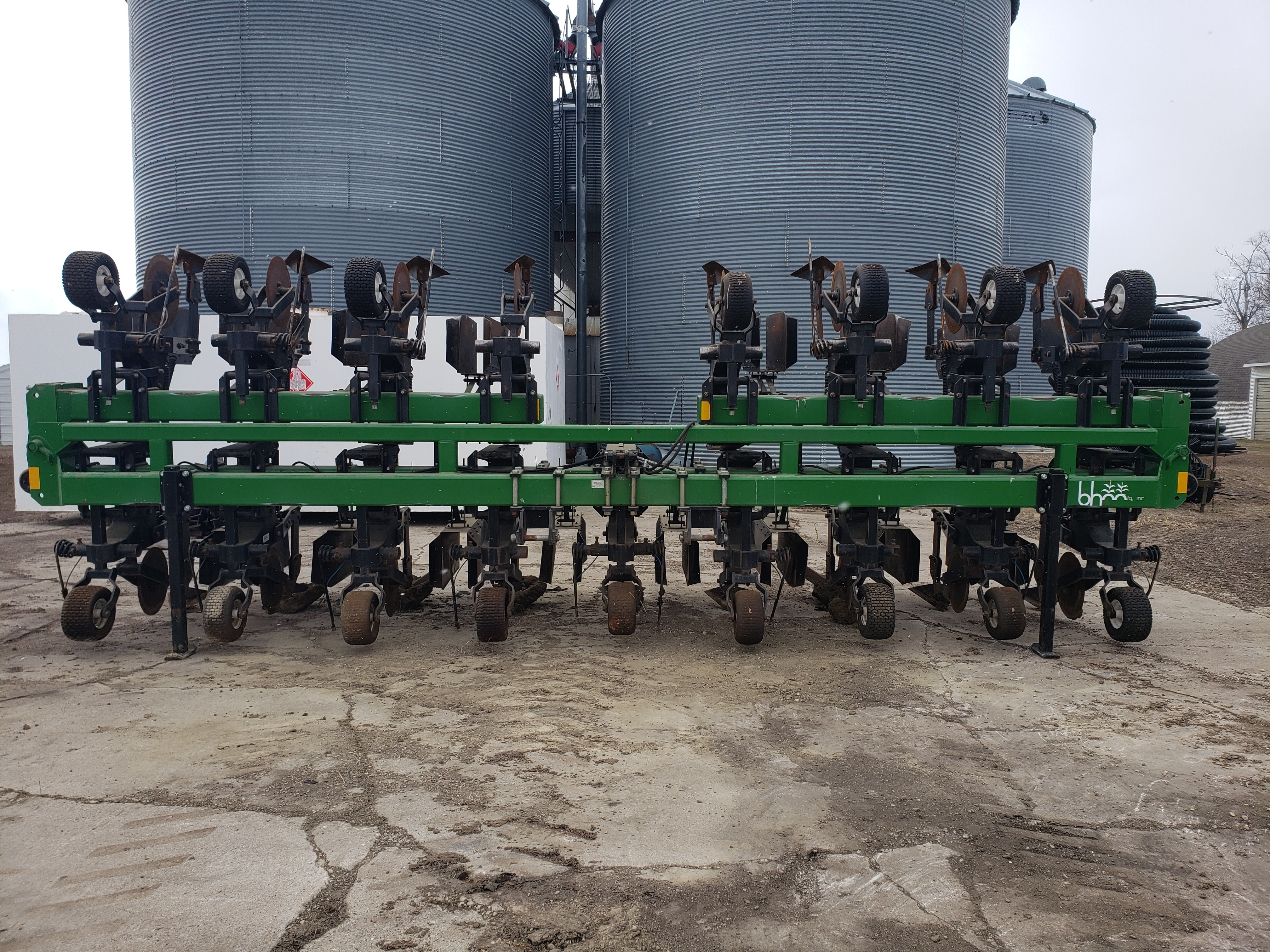 B&H 9100 CULTIVATOR Field Cultivator