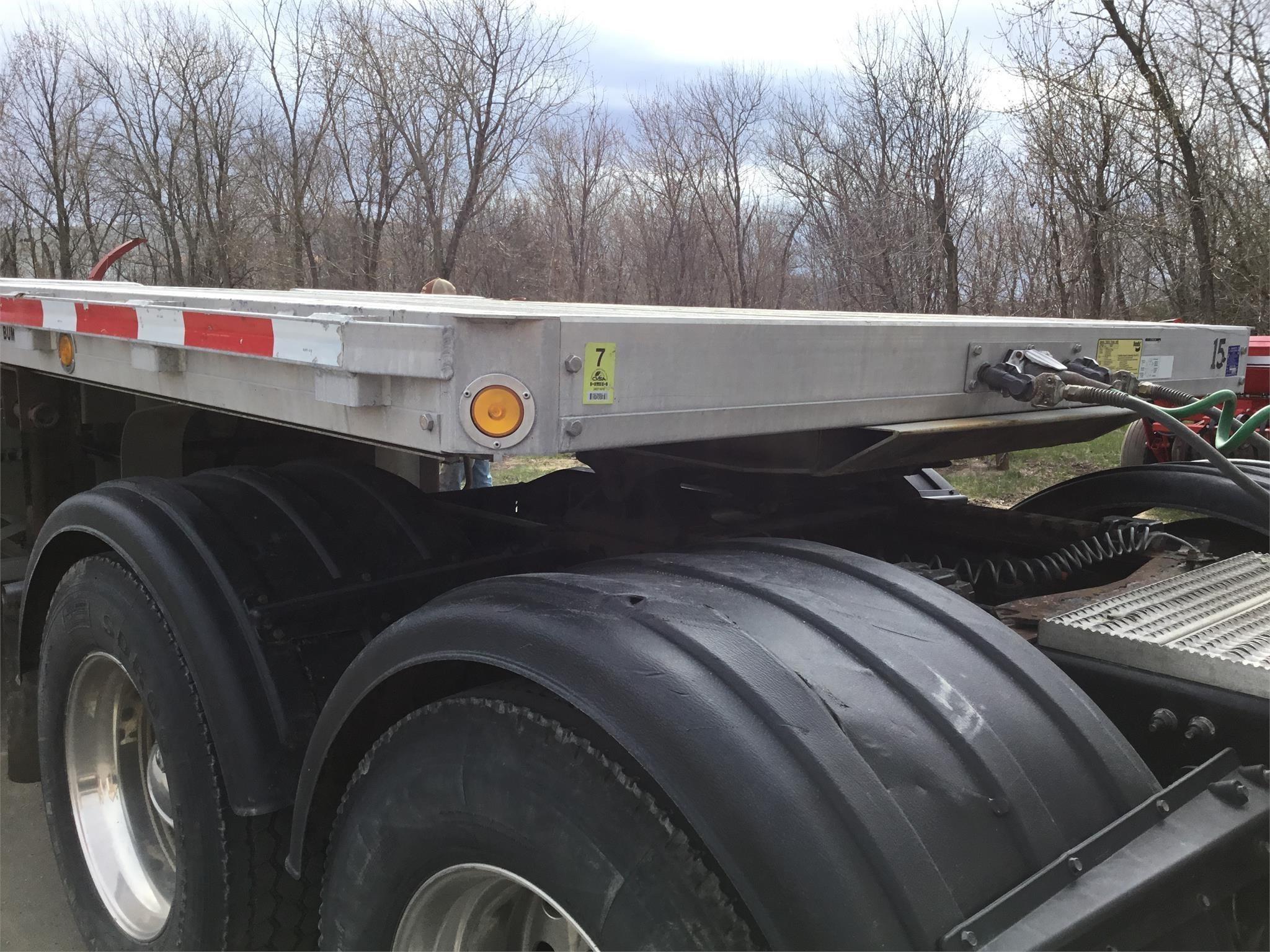 2015 Reitnouer 53FT Semi Truck