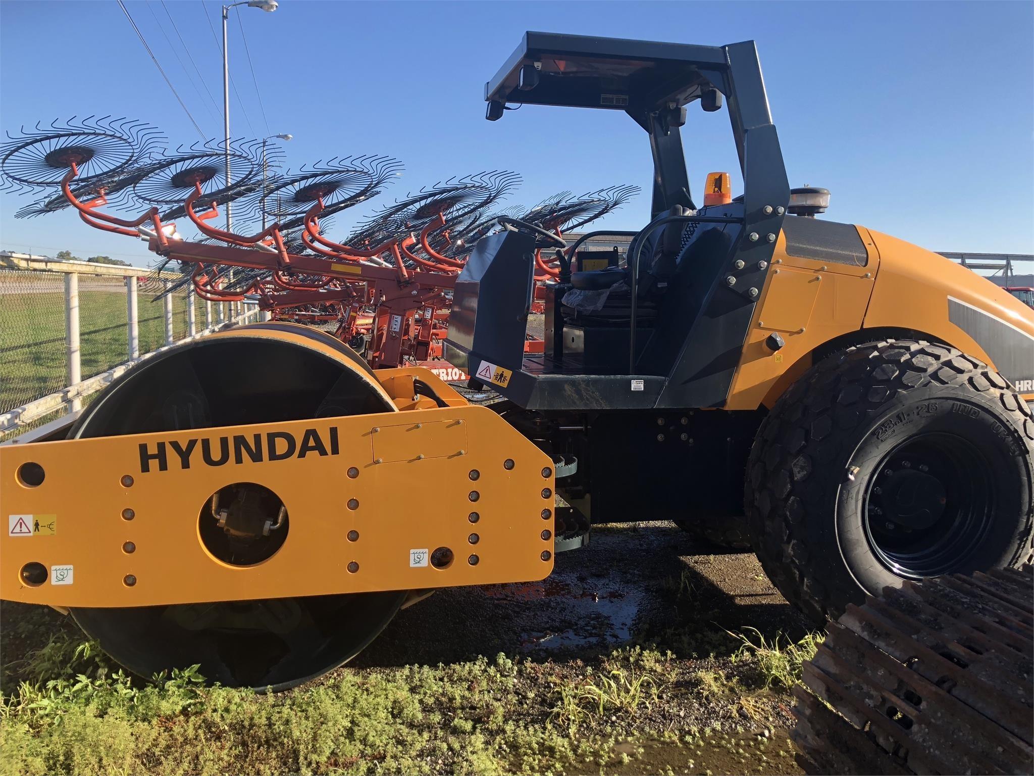 Hyundai HR120C-9 Compacting and Paving