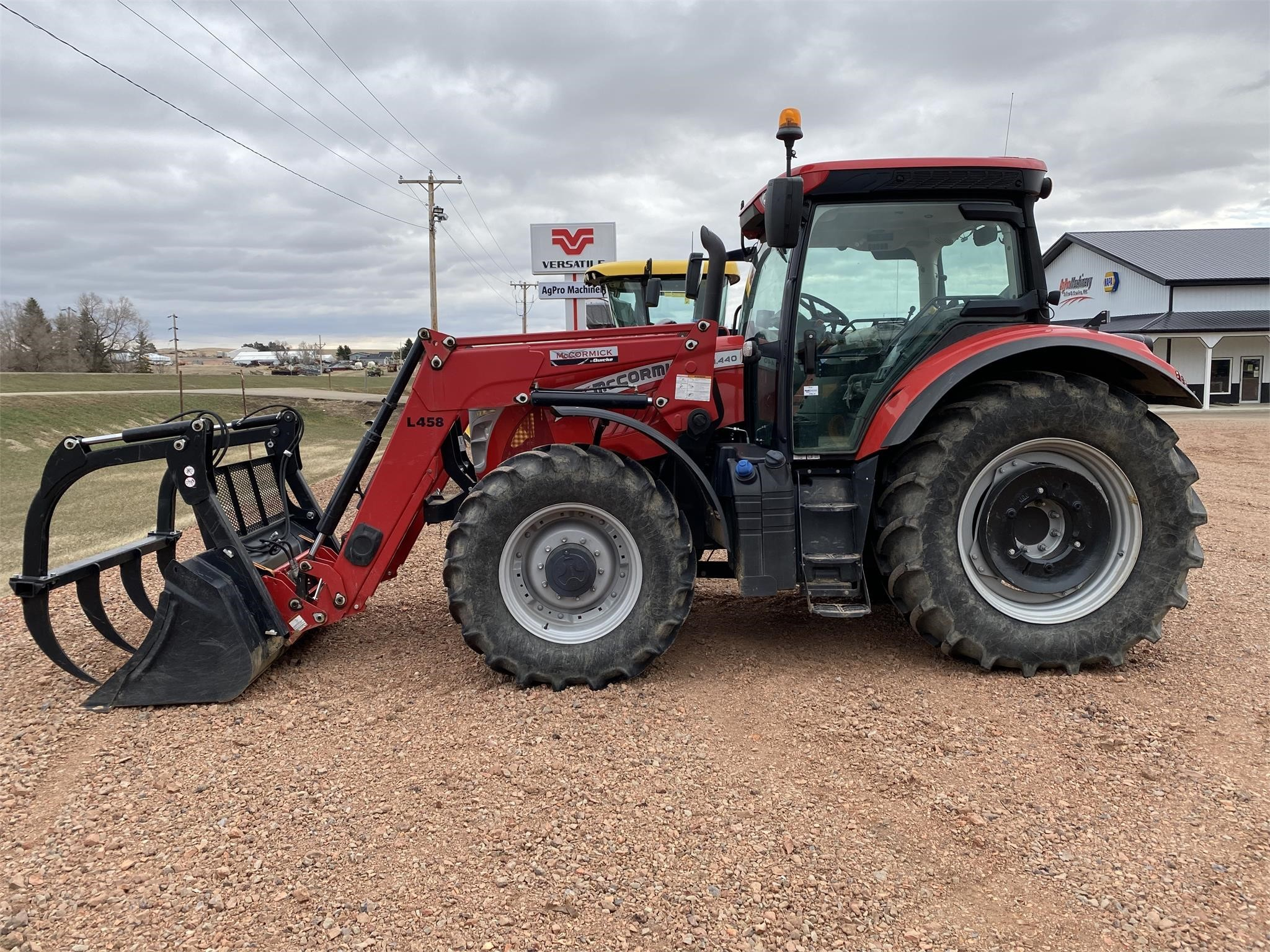 2017 McCormick X7.440 Tractor