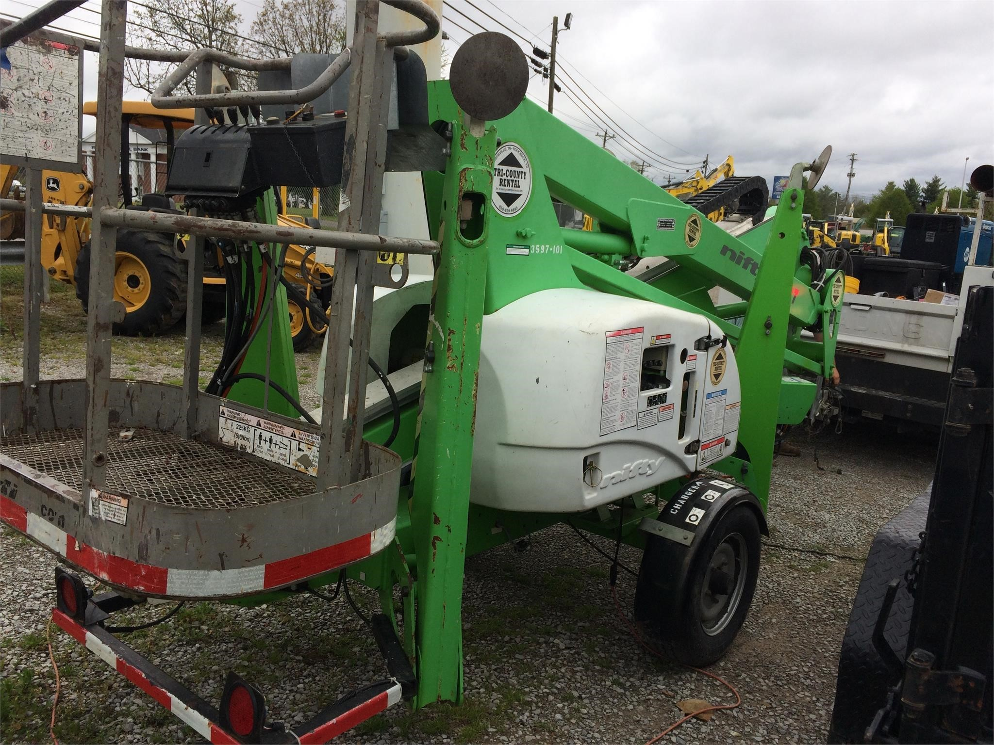 2014 Nifty Lift TM42T Orchard / Vineyard
