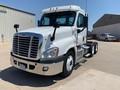 2013 Freightliner Cascadia 125 Semi Truck
