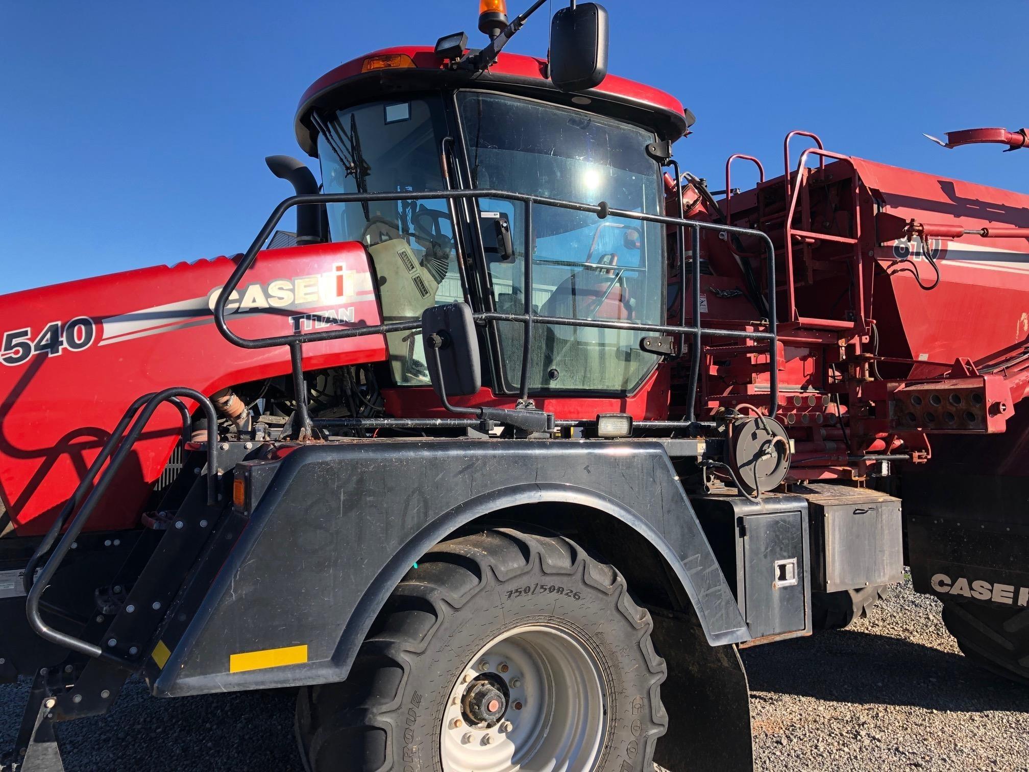 2016 Case IH TITAN 4540 Self-Propelled Fertilizer Spreader