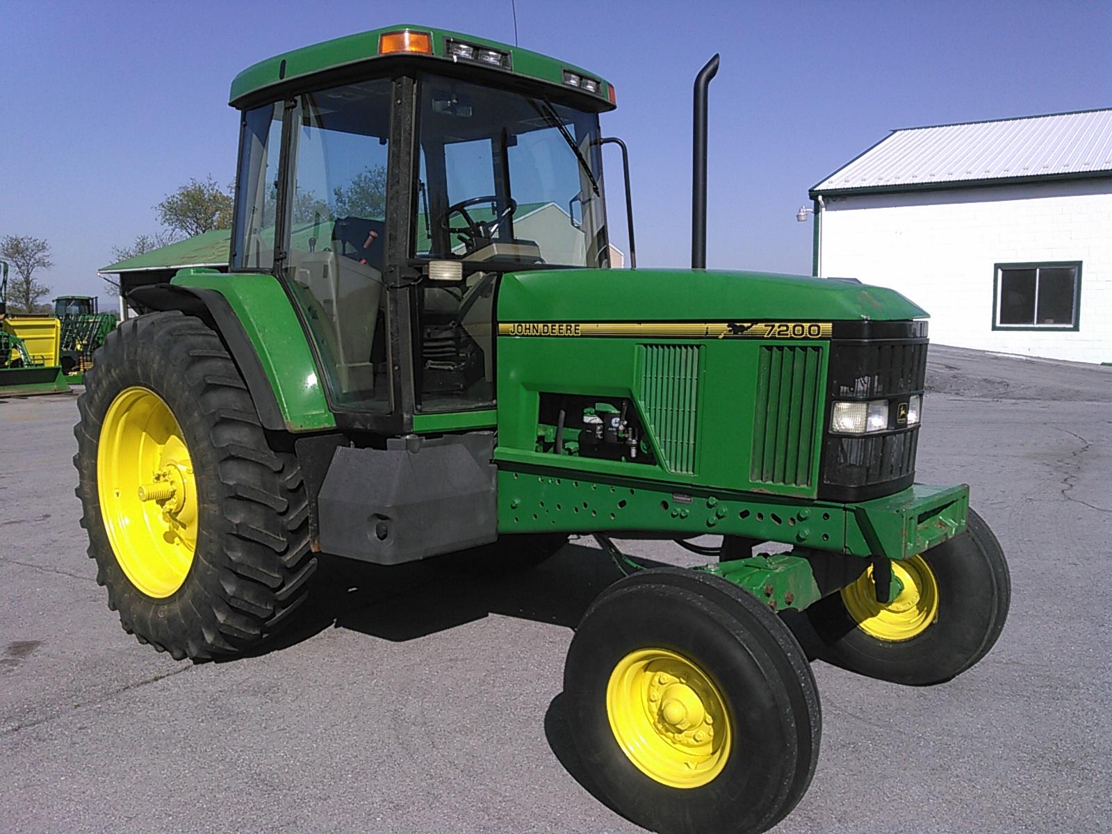 1996 John Deere 7200 Tractor