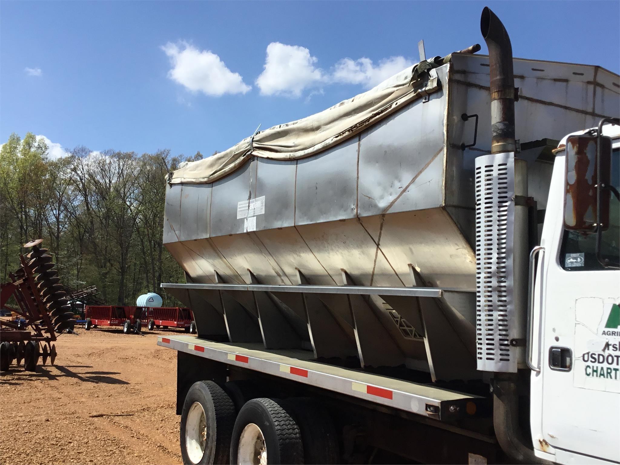 Adams Fertilizer Equipment 530T Self-Propelled Fertilizer Spreader