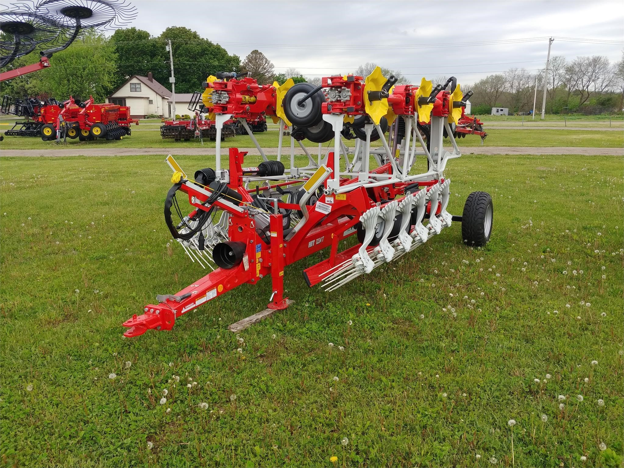 2020 Pottinger HIT 12.14T Rake