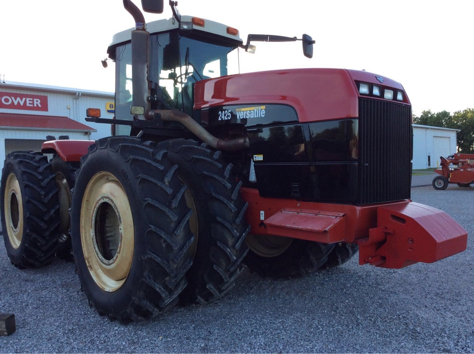 2005 Buhler Versatile 2425 Tractor