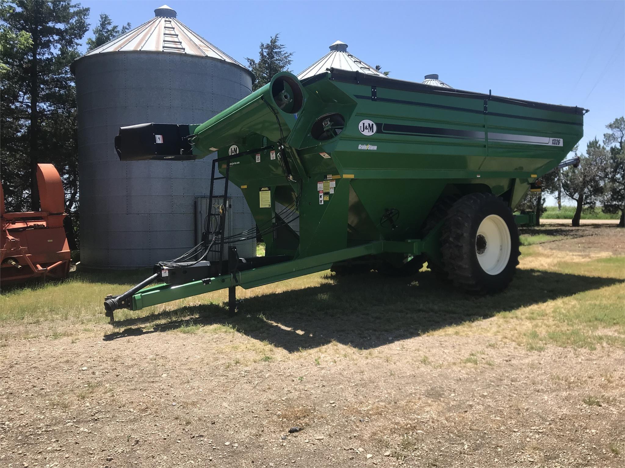 2016 J&M 1326-22D Grain Cart