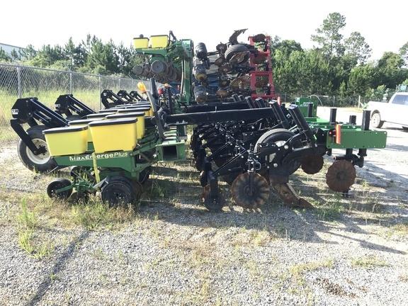 2002 John Deere 1700 Planter