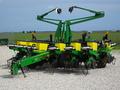 2001 John Deere 1760 Planter