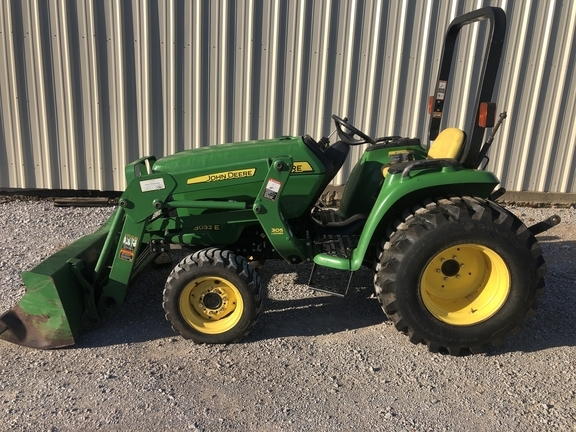2013 John Deere 3032E Tractor