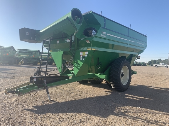 2010 J&M 1050-22D Grain Cart