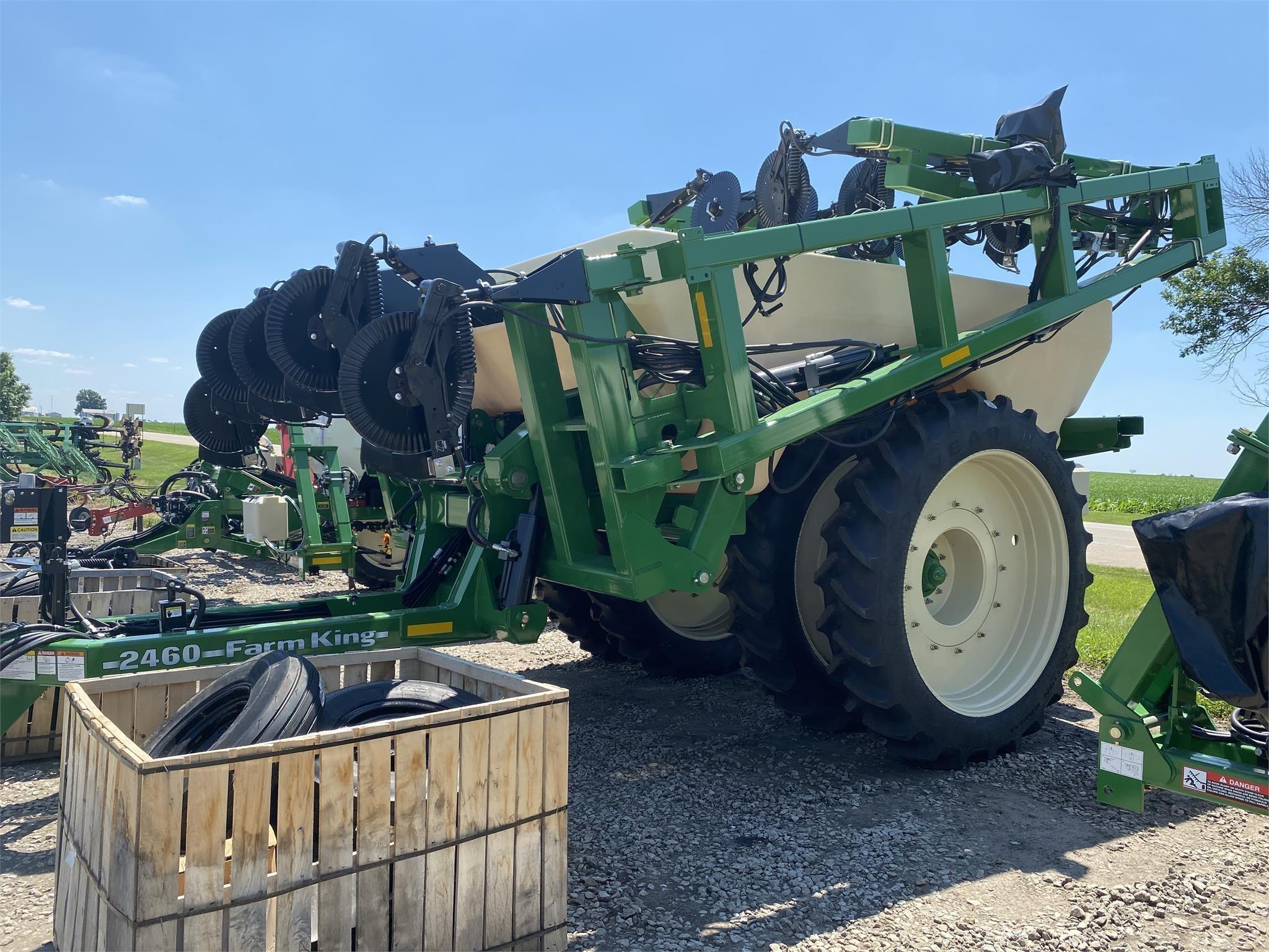 2020 Farm King 2460 Pull-Type Sprayer