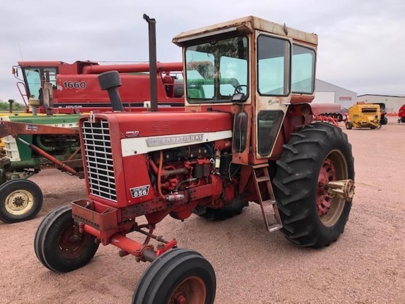 1970 International Harvester 856 Tractor