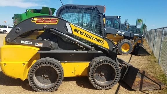 2013 New Holland L225 Skid Steer
