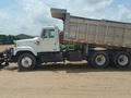 1997 International 2574 Semi Truck