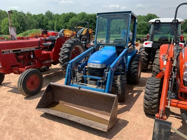 2005 New Holland TC33D Tractor
