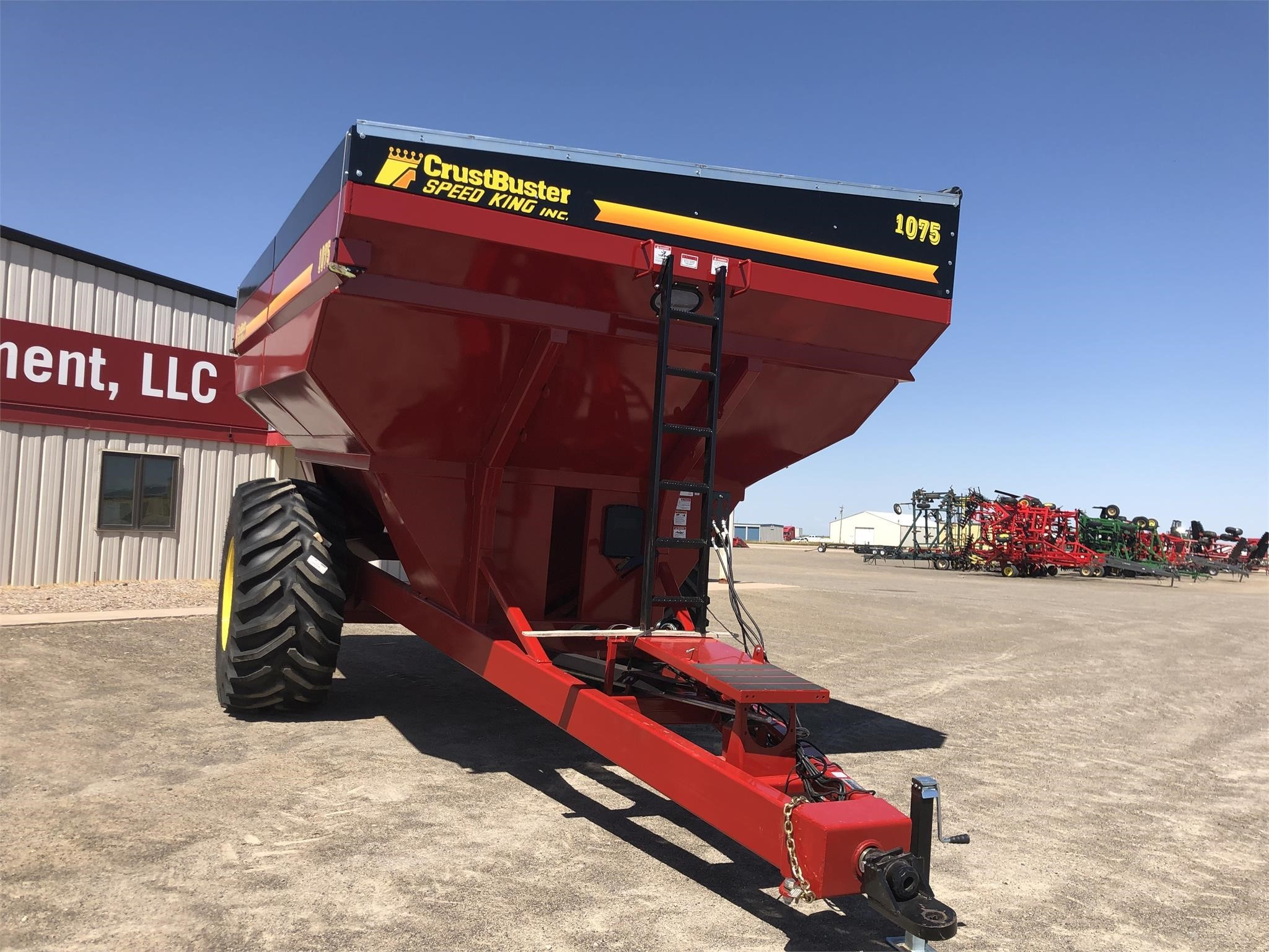2020 Crust Buster 1075 Grain Cart