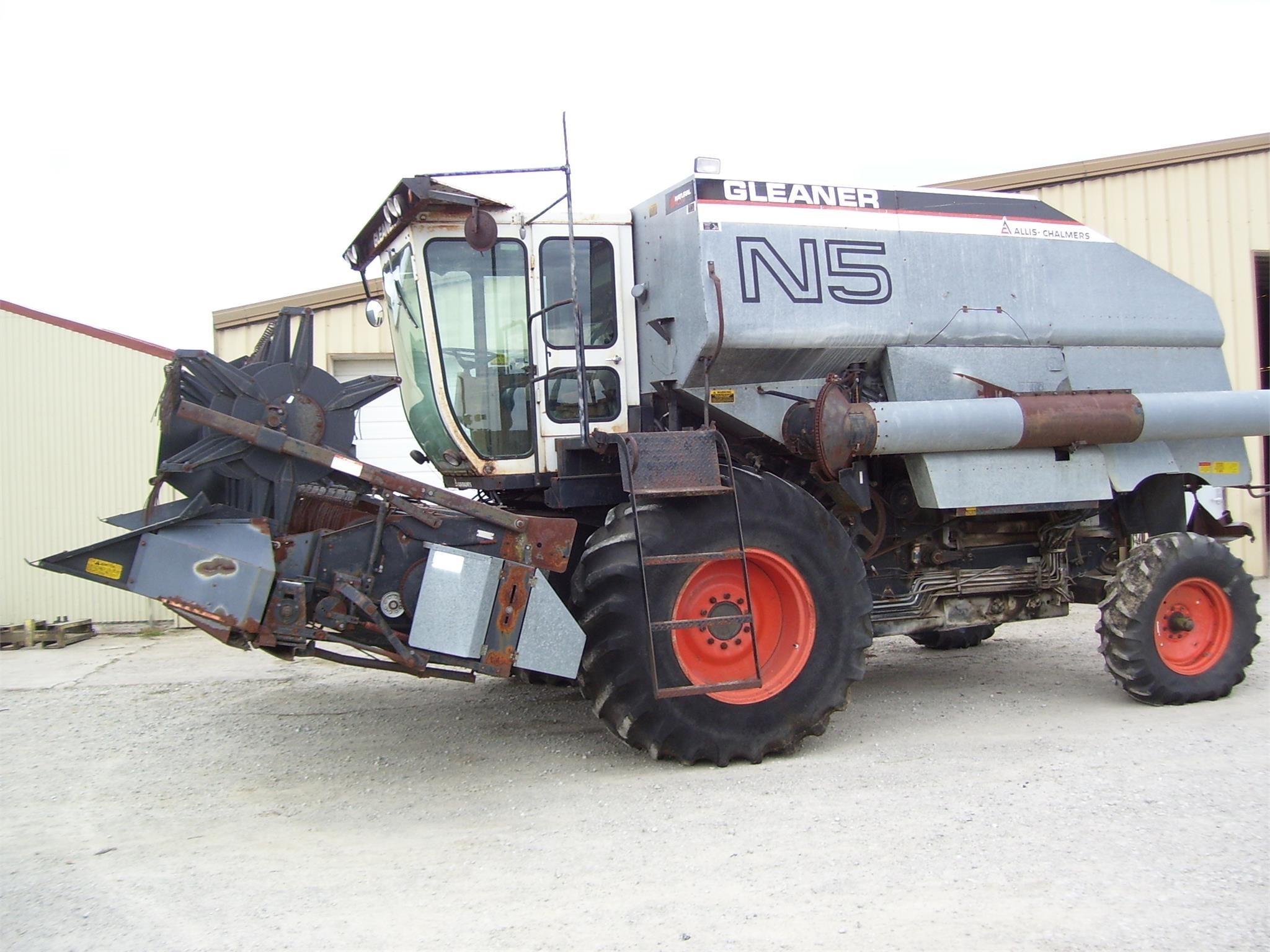 Gleaner N5 Combine