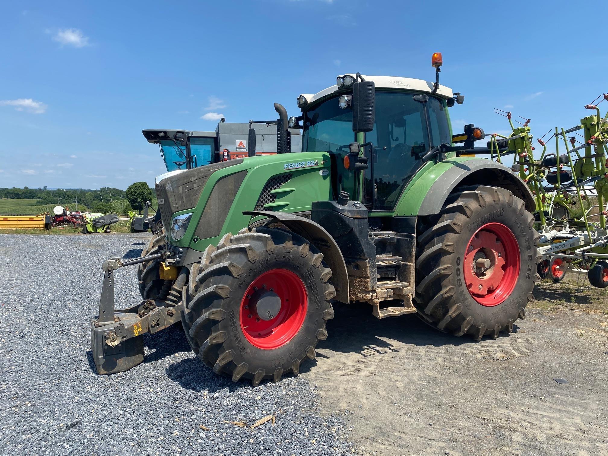2015 Fendt 824 Vario Tractor