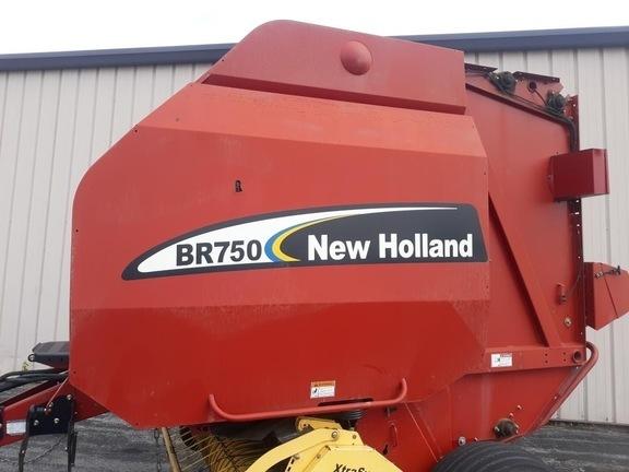 2003 New Holland BR750 Round Baler