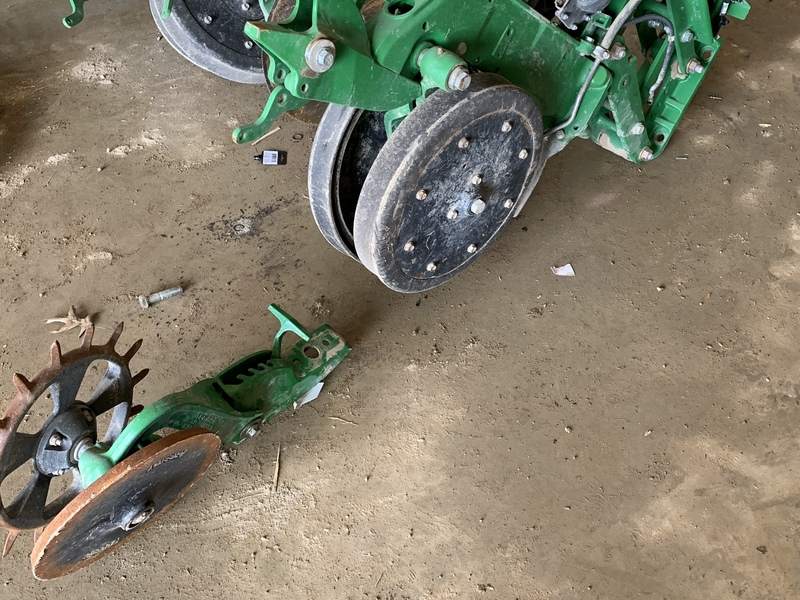 36 John Deere row units with pro max 40 plates off of a DB 60 planter