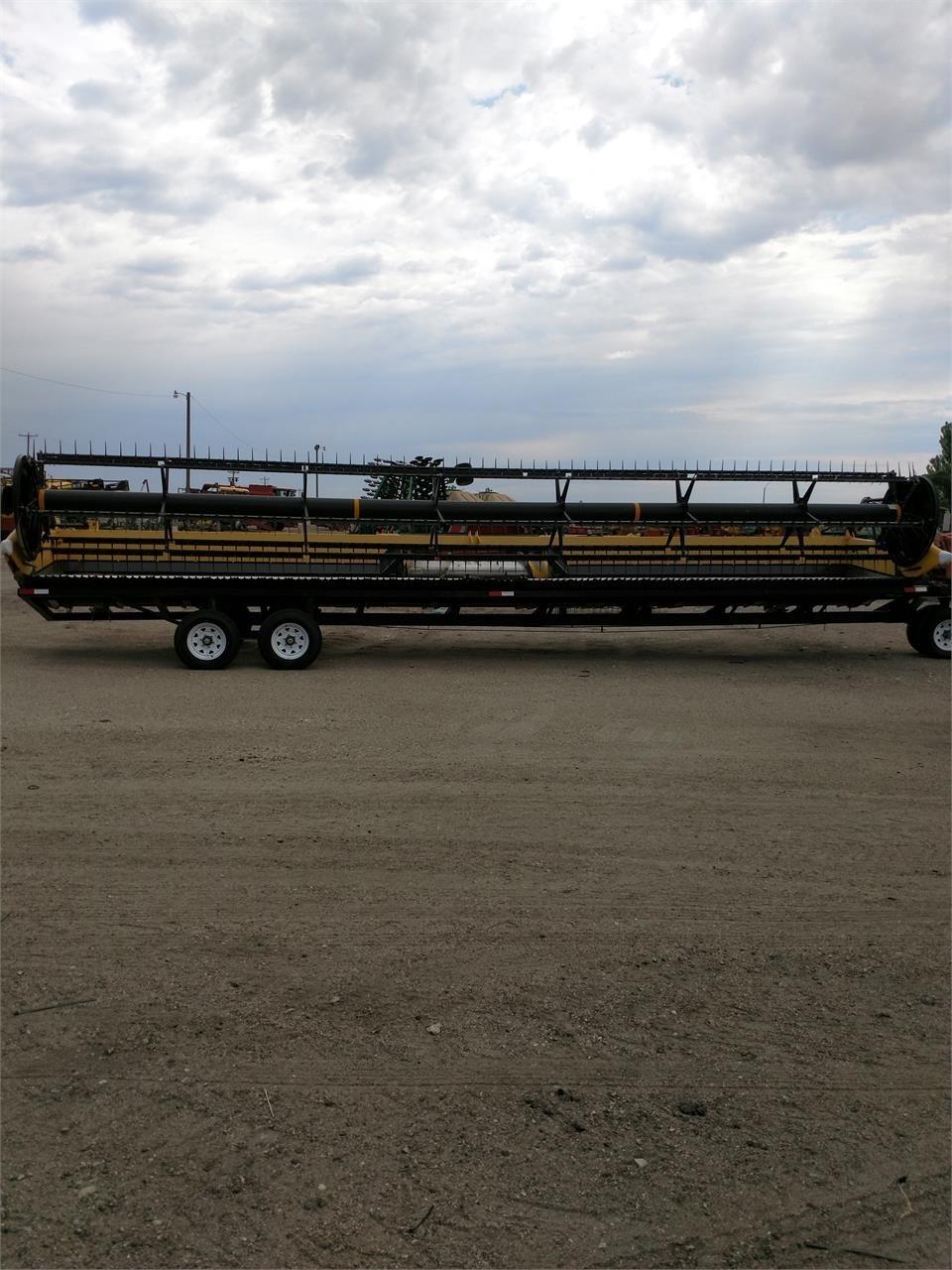 2012 New Holland 880CF-35 Platform