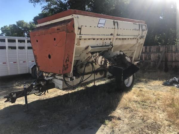 BJM 3914 Feed Wagon