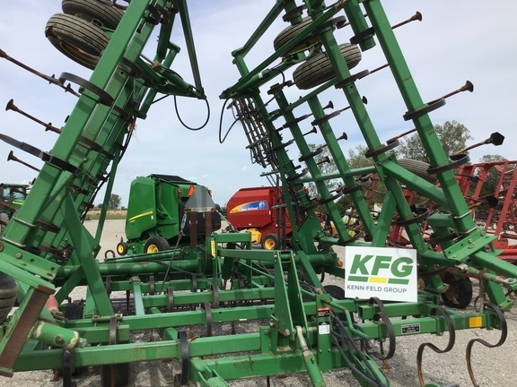 1999 John Deere 980 Field Cultivator